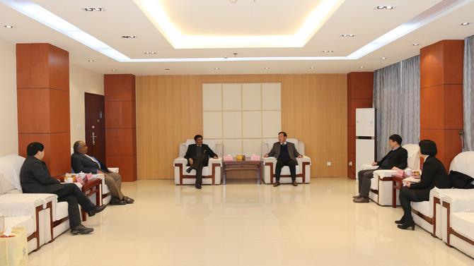 印度迈索尔大学客人来我校交流访问