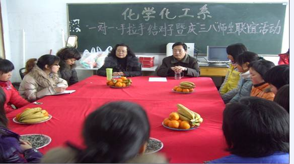 http://info.huanghuai.edu.cn/Files/hxhg/三八节手拉手结队活动1.JPG