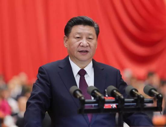 说明: 2017年10月18日,习近平在中国共产党第十九次全国代表大会上作报告。新华社记者 鞠鹏 摄