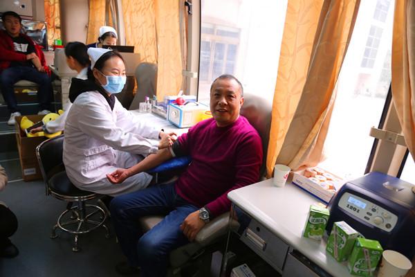 我院师生积极参加无偿献血活动