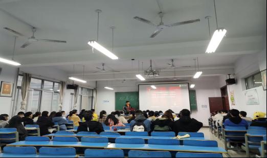 关于组织收看《第七届河南省道德模范颁奖仪式》