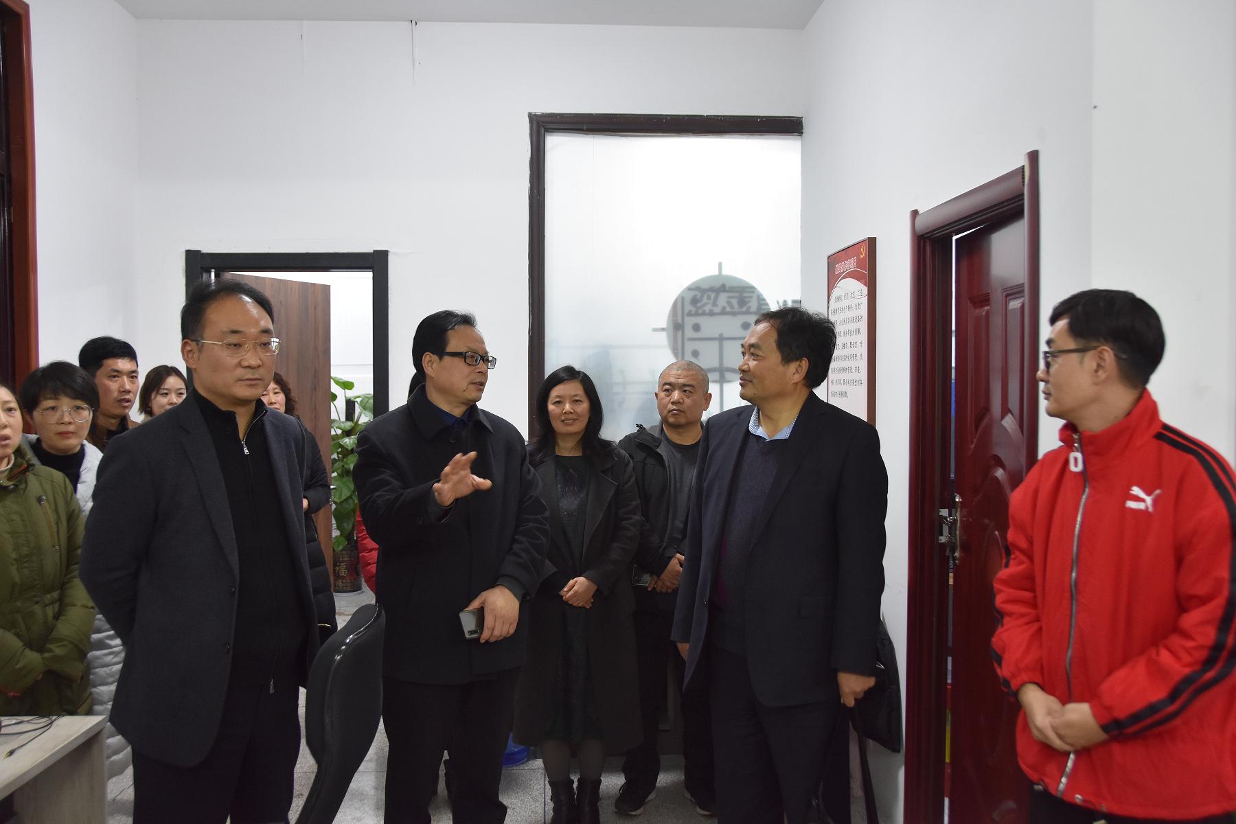 文化传媒学院院长朱占青一行到上蔡县融媒体中心考察调研